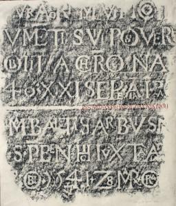 empreinte à la craie grasse d'un bas-relief (en creux) sur un mur de l'abbaye St Trophyme  40/50